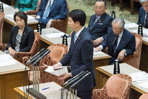 「天皇の退位等に関する皇室典範特例法案特別委員会」に出席